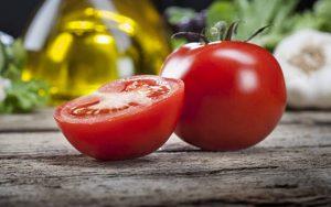 цял и нарязан домат