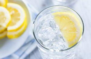 чаша с лимон