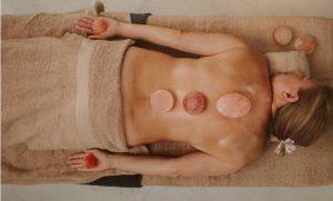 Жена, масаж с Хималайска сол