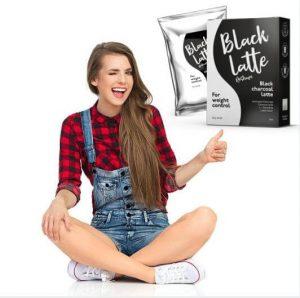 момиче и Black Latte опаковка
