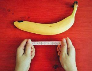 банан и сантиметър