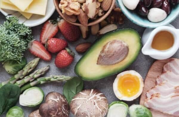 авокадо, ягода, яйце, кето храни