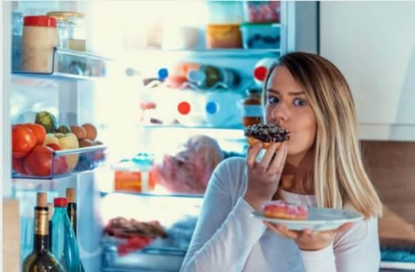хладилник, жена, понички
