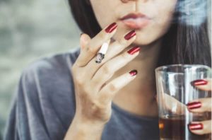 Вредните Навици, Които Ни Тровят – 5 Причини Да Спрем Консумацията на Алкохол и Цигари Сега!
