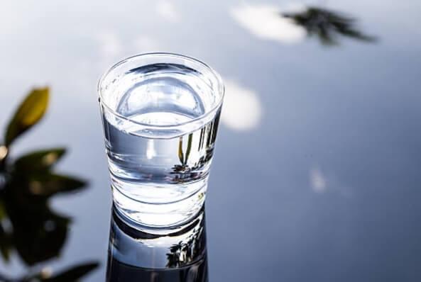 Алкална Вода – за Детоксикация и Здрави Кости